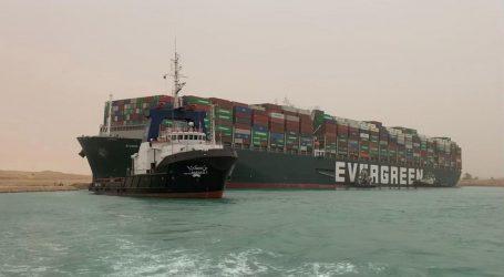 """Nasukani 'Ever Given' je 80 posto u ispravnoj poziciji. Kapetan: """"Brzina kroz Suez je 8, a brod je vozio 13 čvorova"""""""