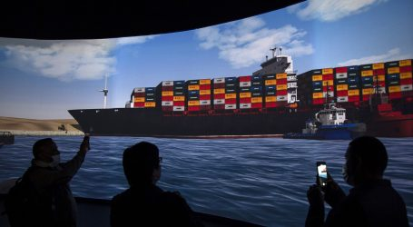 Oslobođen kontejnerski brod u Suezu, promet se nastavlja