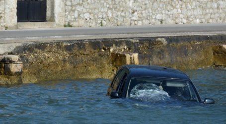 Makarska: Muškarac poginuo u slijetanju automobila u more, za jednom osobom se traga