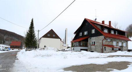 U Hrvatsku stigla promjena vremena, u Gorskom kotaru pada snijeg