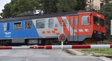 Putnički vlak naletio na tegljač kod Knina, ozlijeđene dvije osobe