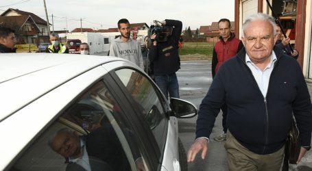 Prosvjednici u Petrinji nezadovoljni sporom obnovom prozivali Dumbovića