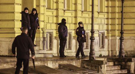 Policija pojačano nadzirala okupljanje mladih kod zagrebačkog HNK