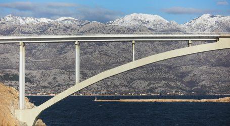 HAK: Zbog vjetra za sav promet zatvoren Paški most