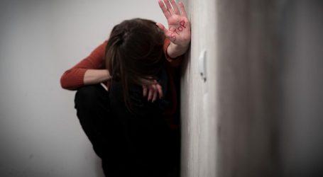 Htjela prekinuti vezu s 40-godišnjakom, on ju udarao šakama, čupao za kosu i prijetio