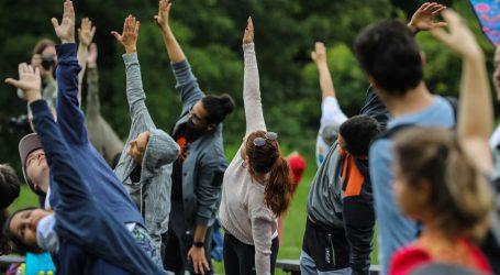 Vježbajte snagu ruku i ramena izvodeći jednostavnu jogu