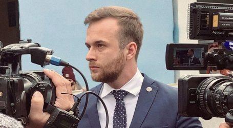 Prije sjednice Senata sveučilišta glavni studentski predstavnik pitao novinare koje su to Borasove afere