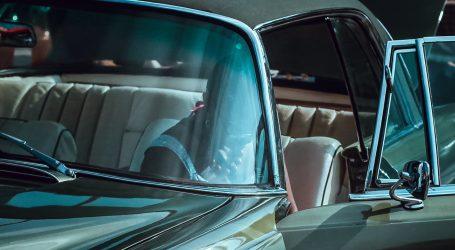 Kairo: Izložba starinskih automobila okupila vlasnike Mercedesa