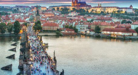 EU pomaže Češkoj i Slovačkoj koje su teško pogođene pandemijom. Šalju im sto tisuća doza cjepiva