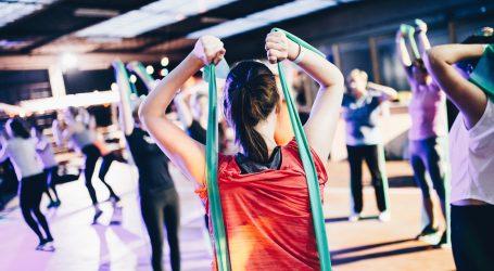Vježbe za srednji dio tijela možete izvoditi s elastičnom trakom