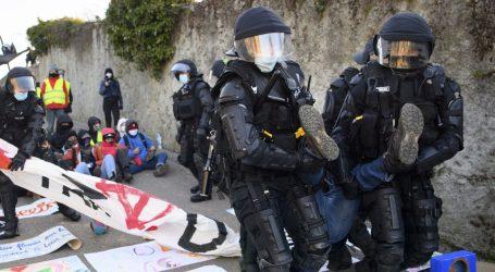 Policija u Švicarskoj gumenim mecima i suzavcem rastjerala prosvjednike