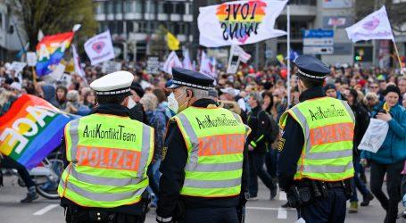 Stotine ljudi izašle su na ulice njemačkih gradova, tražili strože mjere protiv pandemije