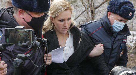 Ruska policija uhitila devetero ljudi pred zatvorom u kojem je Navaljni