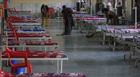 Broj novozaraženih u Indiji i dalje iznad 300 tisuća, vojska pozvana u pomoć