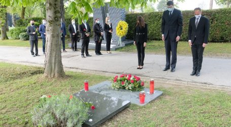 SDP položio crvene ruže na grob Ivice Račana u povodu obljetnice smrti