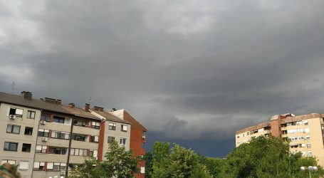 Promjenjivo oblačno sa sunčanim razdobljima, na Jadranu pljuskovi s grmljavinom