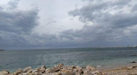 U većem dijelu Hrvatske oblačno, u Dalmaciji olujno jugo