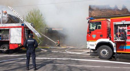 Ugašen požar na zagrebačkoj Savskoj cesti, dvojica vatrogasaca ozlijeđena
