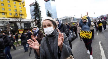 Tisuće prosvjeduju u Londonu zbog zatvaranja i covid putovnica