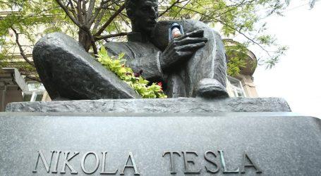 Spomenik Nikoli Tesli vraća se u Gospić nakon trideset godina