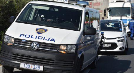 Kod granice s BiH: U šleper osječkih registracija natrpali 80 migranata. Policija uhitila vozača i suvozačicu