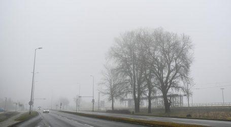 Kolnici mokri i skliski, magla u unutrašnjosti