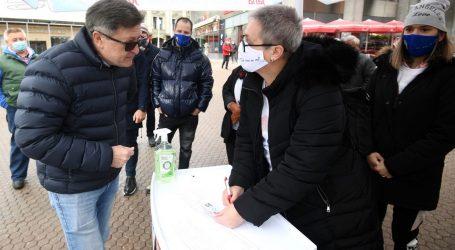 Otto Barić skupljao potpise za Jelenu Pavičić Vukičević koja je u izolaciji zbog korone