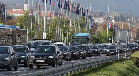 Kolnici mjestimice vlažni i skliski, pojačan promet na gradsim cestama