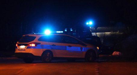 Teška nesreća kod Knina: Zaustavio se na cesti zbog kvara, na njega naletio drugi automobil. Na mjestu poginula dvojica mladića