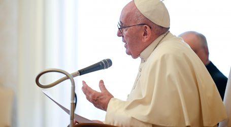 Papa vodio misu sa zatvorenicima i izbjeglicama