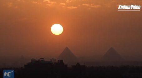 Pogledajte zalazak sunca iznad Velike piramide u Gizi