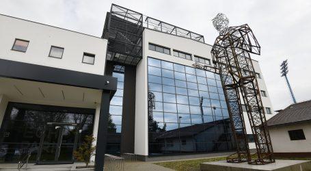 Varaždin: Najveća skulptura Nikole Tesle postavljena ispred Tehnološkog parka