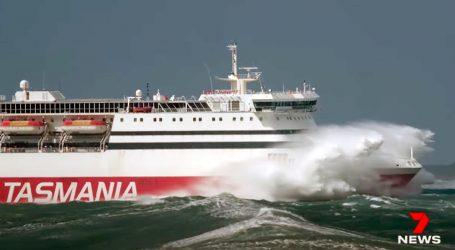 Tasmanija: Putnici prestrašeni, trajekt je za nevremena savladavao valove od 12 metara