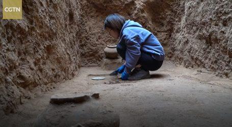 Kina: Među stotinama artefakata na drevnom groblju arheolozi pronašli i brončana ogledala