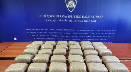 Policija u vozilu 36-godišnjaka kod Omiša pronašla 30 kilograma marihuane