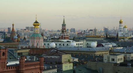 Moskva dijeli poklon bonove u šoping centrima da bi privukla starije osobe na cijepljenje