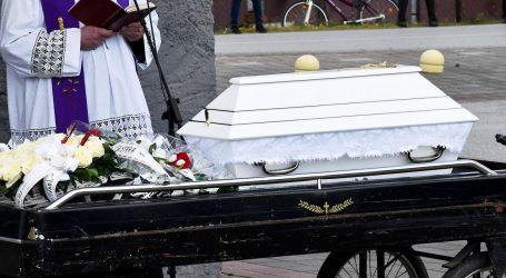 Suze u Novoj Gradiški: Mnoštvo ljudi na sahrani ispratilo malenu Nikoll