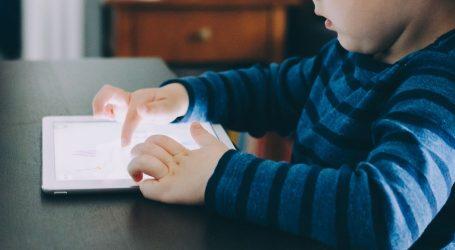 KOLIKO TEHNOLOGIJA POMAŽE: Danas gadgete koriste već predškolci a internet je sve opasniji