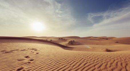 U pustinji Al Qudra nastalo jezero u obliku mladog Mjeseca