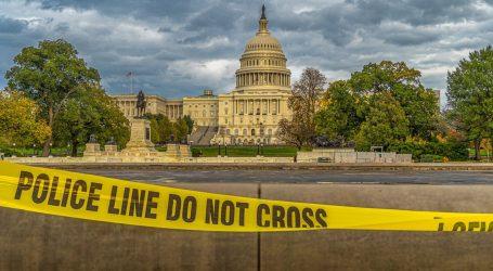 Kapitol u Washingtonu: Dvojica policajaca ozlijeđena nakon što je na njih naletio automobil