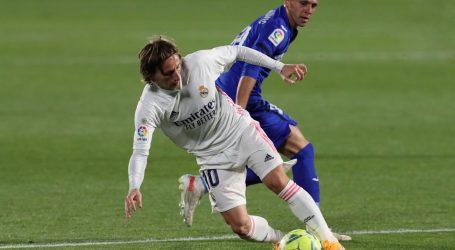 La Liga: Real i Sevilla igrali neriješeno (2-2), u dinamičnoj utakmici Rakitić za Sevillu dao oba gola