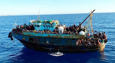 Na talijanski otok Lampedusu iskrcalo se više od tisuću migranata