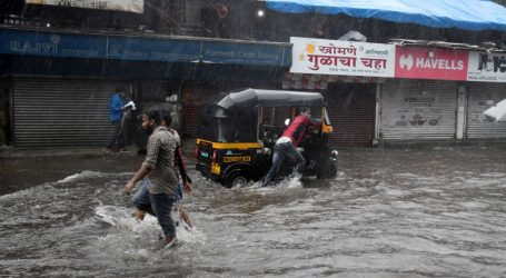 Broj zaraza u Indiji premašio 25 milijuna, ciklon pogoršao stanje u Gujaretu