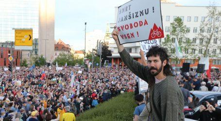 Novi neuspjeh Janše u parlamentu, masovni prosvjed u Ljubljani