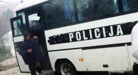 Policija evakuira migrante iz Bihaća, žele ih sve smjestiti u udaljeni kamp