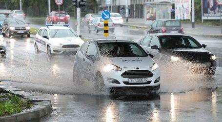 Kolnici su skliski i mokri, pojačan promet na gradskim cestama