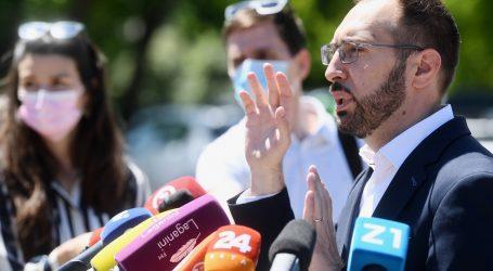 """Tomašević: """"Plenković i ostali se natječu tko će smisliti bolju foru, a građanima nije do fora nego do rješavanja problema"""""""