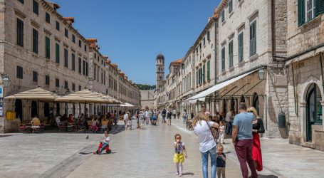 Očekuje se dobra turistička sezona: Stigli prvi Amerikanci, 30 tisuća Čeha već kupilo karte za Jadran