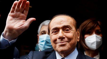 Berlusconi izašao iz bolnice, ali na sporedni izlaz