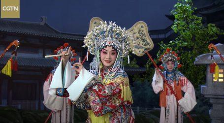 Detalje s raskošnih kostima Pekinške opere koriste i brojni dizajneri